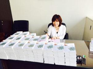 ワタナベ薫が廣済堂でサイン本1000本ノックやりました